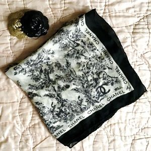 🆕 CHANEL | black floral silk CC square scarf 22""
